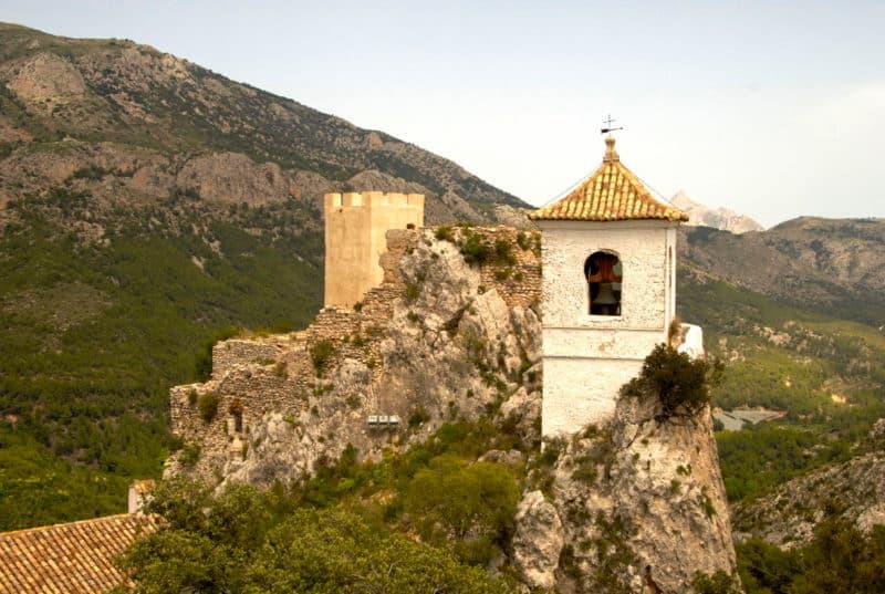 Коста бланка достопримечательности, вид с крепости Гуадалест