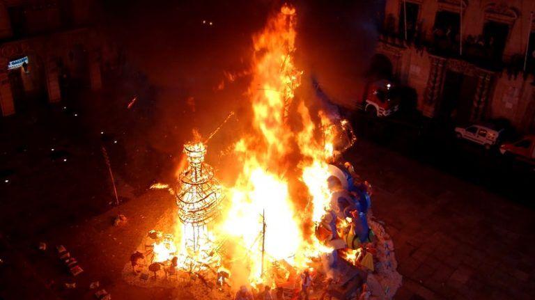 праздник огня в Аликанте, Испания
