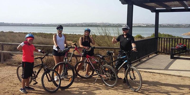 Розовое озеро Торревьеха на велосипеде