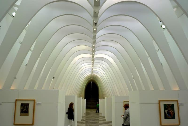 Подземный выставочный зал в Алькой